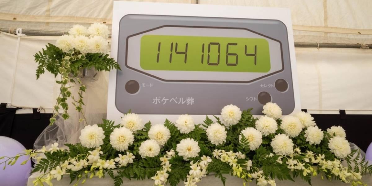 Japón despide al Beeper con un funeral con maids con orejas de gato
