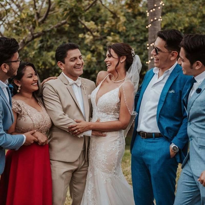 Los novios y familia