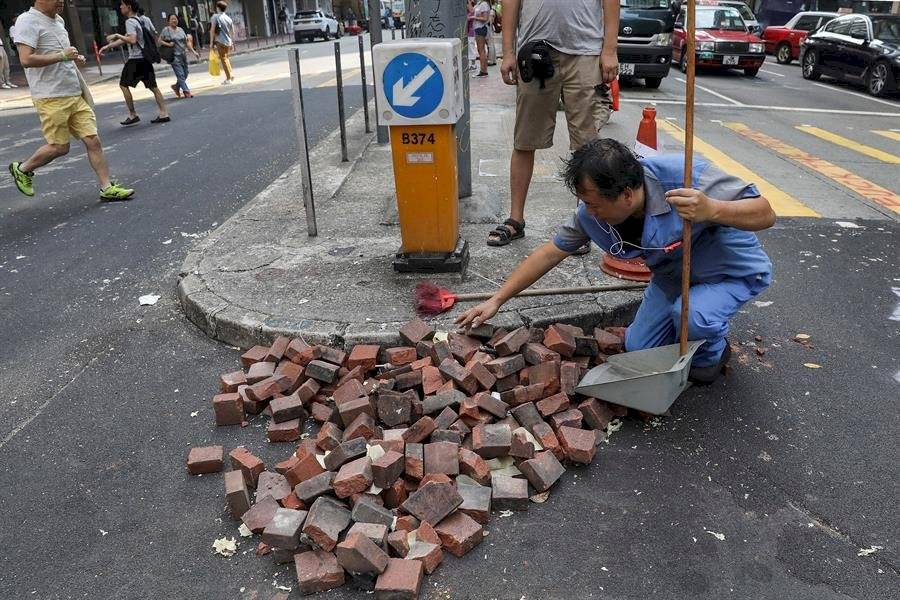 """El Gobierno hongkonés defendió este miércoles que era """"necesario"""" que la policía usara la """"fuerza apropiada"""" para dispersar a los manifestantes a fin de """"restaurar el orden social""""."""
