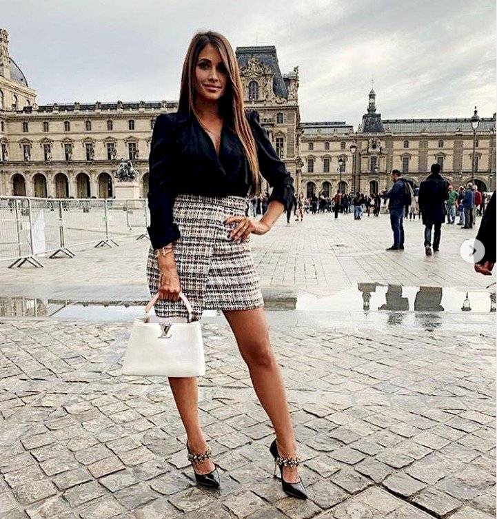 Antonela Roccuzzo espectacular minifalda