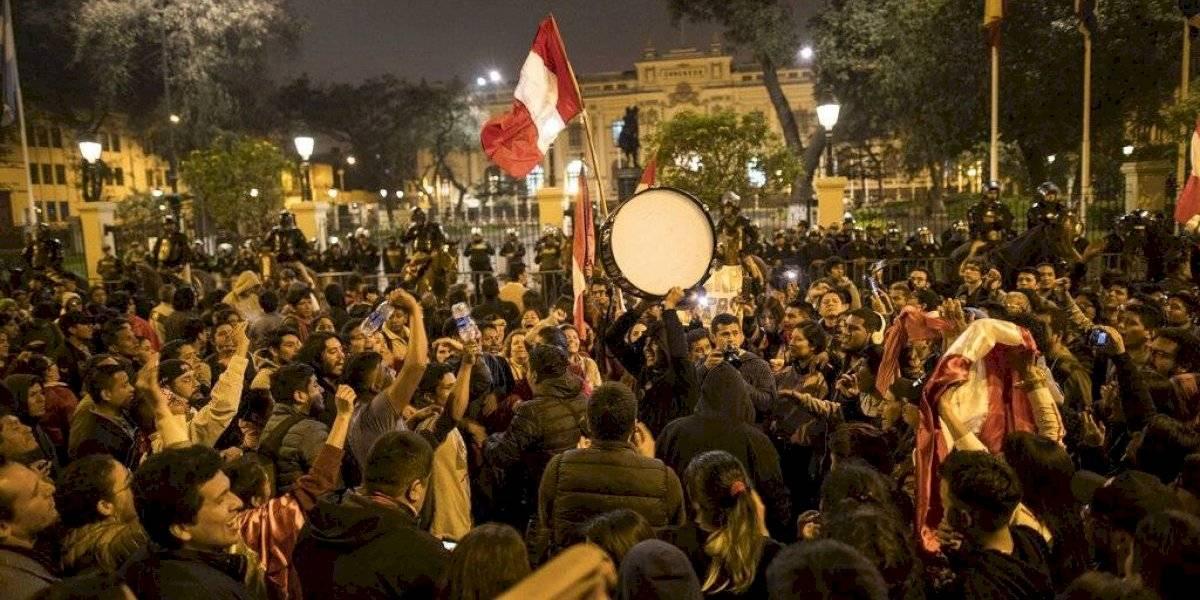 Perú: Renuncia presidenta nombrada por el Parlamento