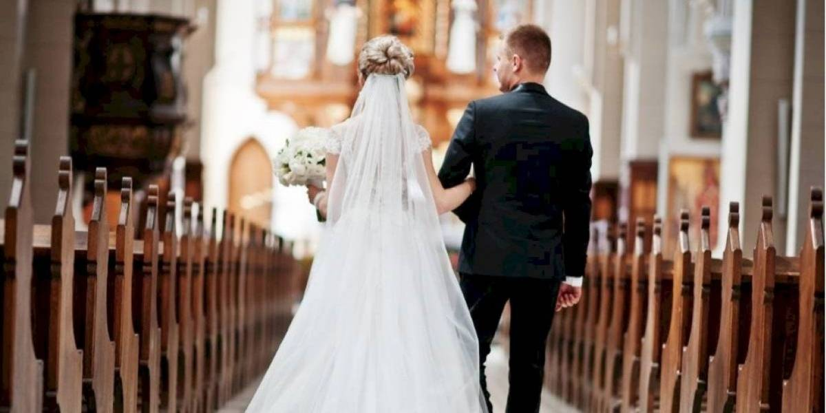"""Pareja recién casada se peleó con la Policía y pasaron """"su celebración"""" en la cárcel"""