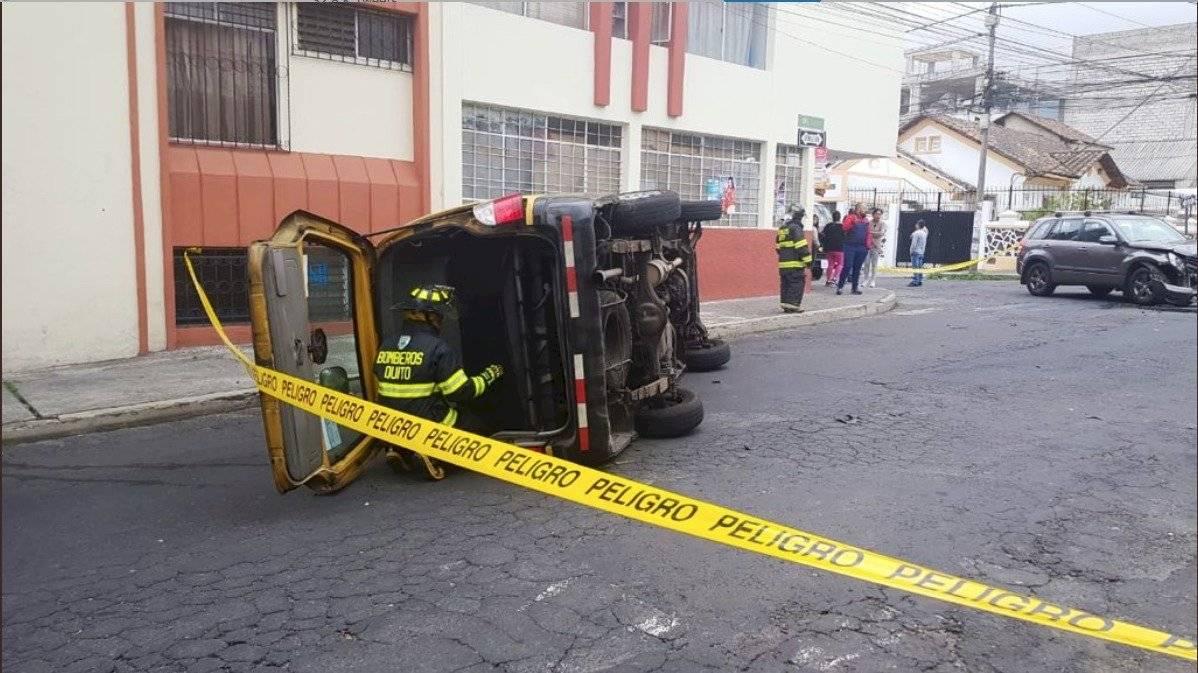 Ocho heridos tras accidente de tránsito en el sector La Magdalena, sur de Quito BOMBEROS QUITO