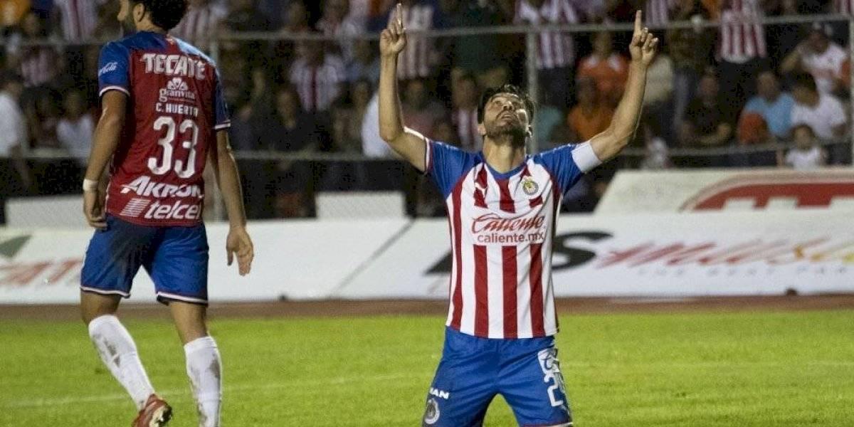 Peralta se reencuentra con el gol y Chivas gana en Copa MX