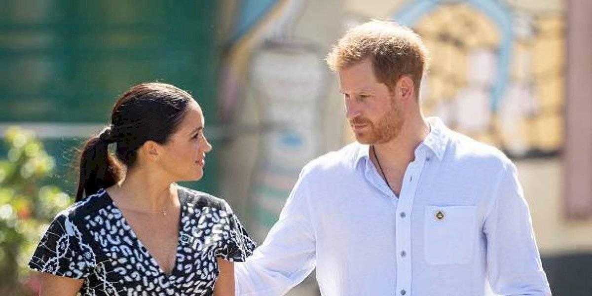 Meghan Markle y el príncipe Harry dan un enorme y público paso en su despedida de la Familia Real