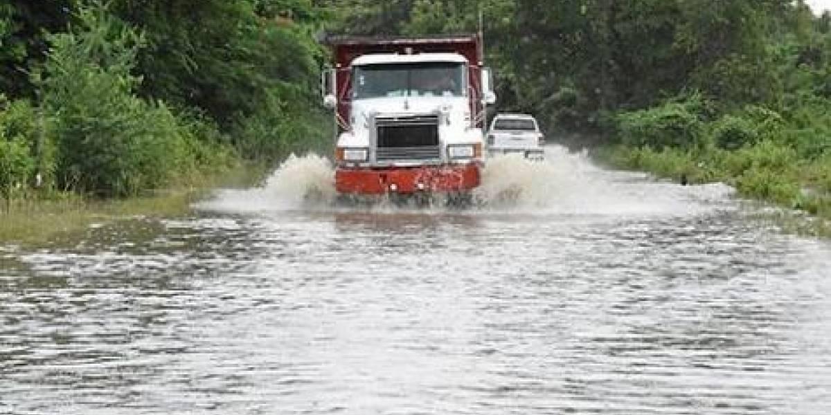 COE mantiene 16 comunidades en alerta por intensas lluvias