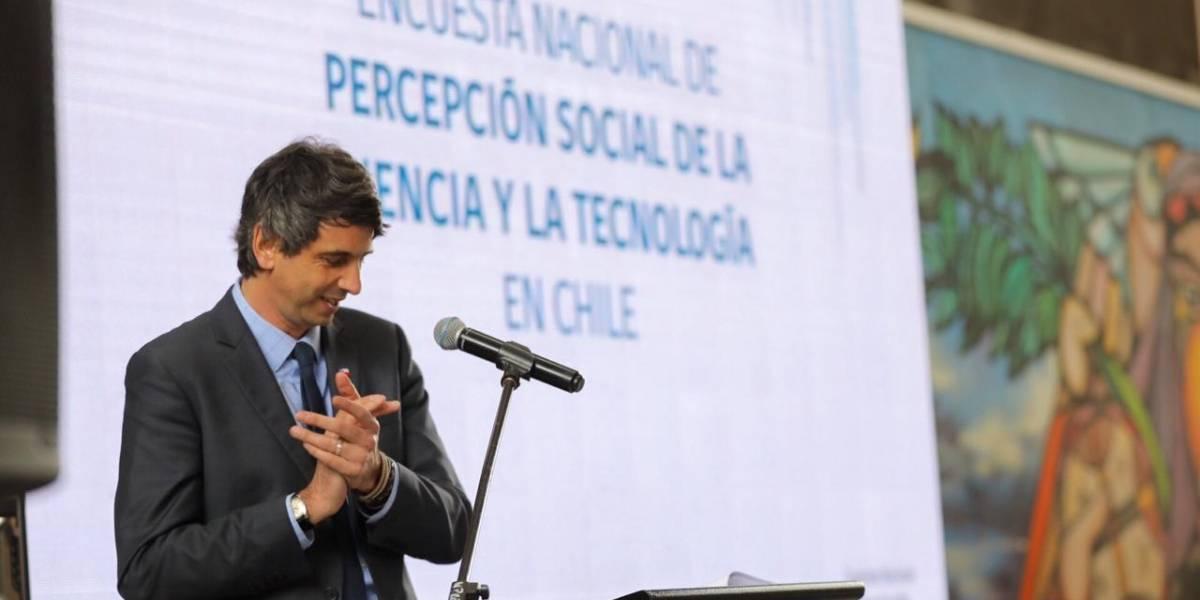 Encuesta Nacional de Ciencia: Sube la creencia de chilenos en espíritus, ovnis y milagros