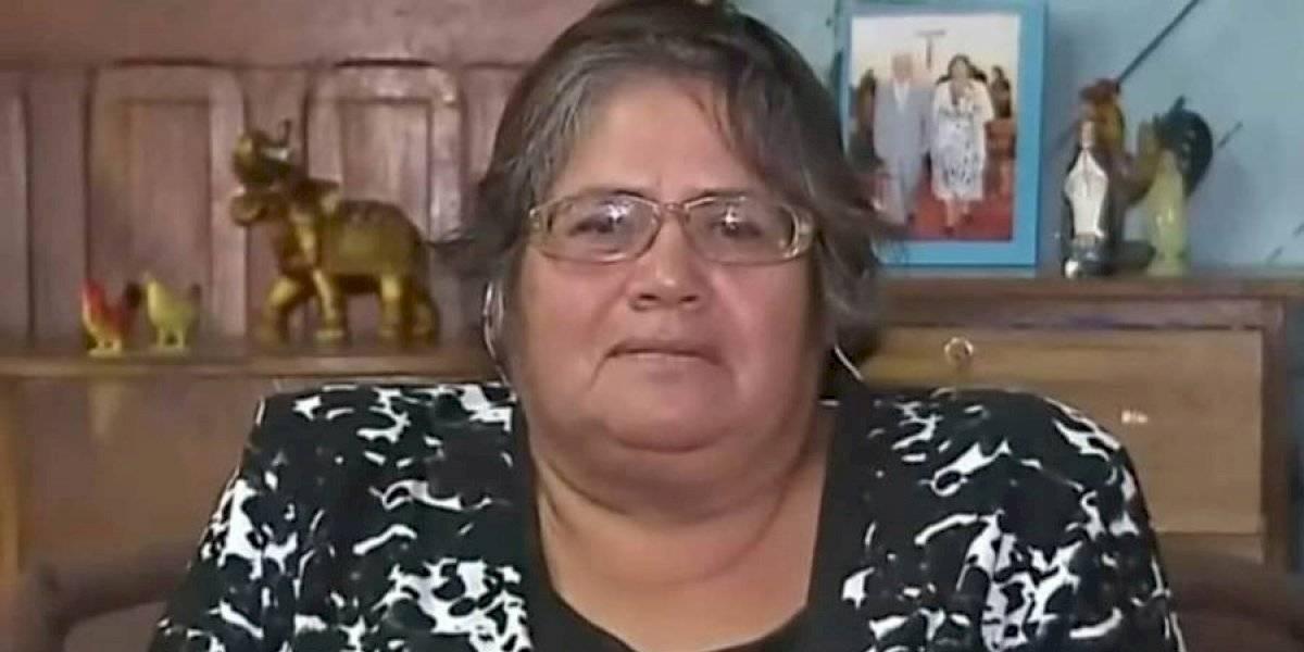"""""""Estoy desesperada"""": mujer que saltó a la fama tras viral fue asaltada por encapuchados y sufrió el robo de lo ganado tras fonda """"No te hagai la vístima"""""""