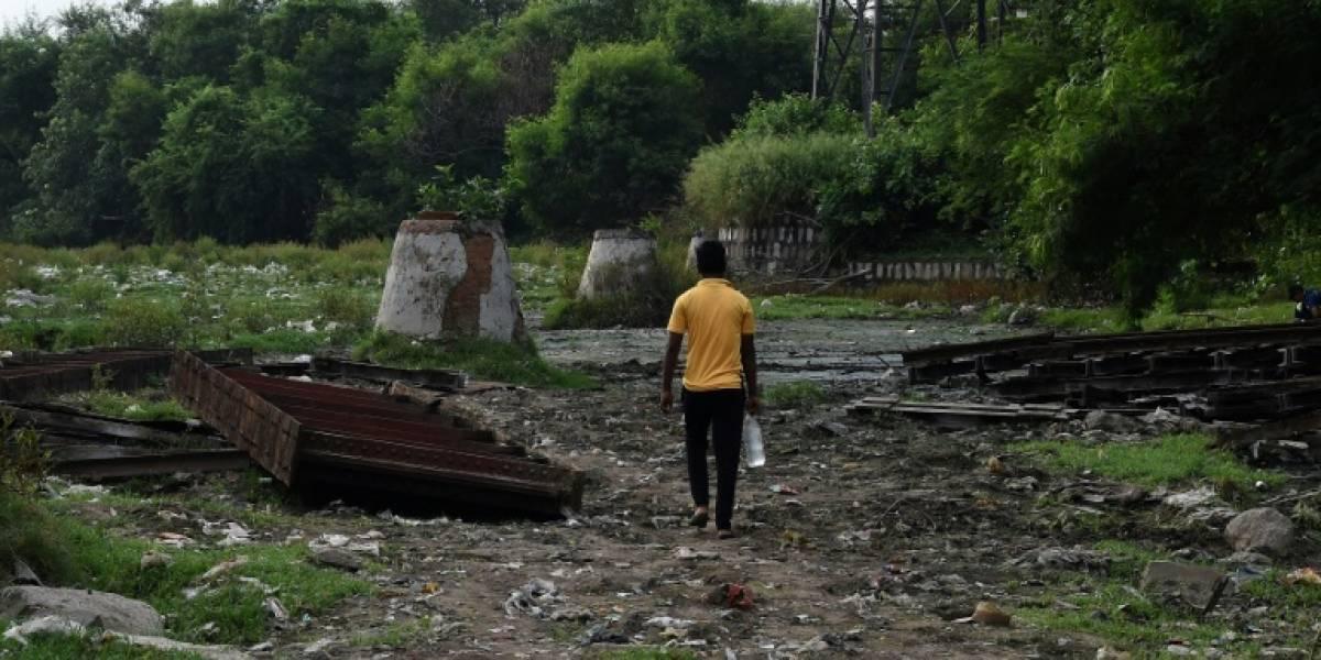Habitantes de India dejan de defecar al aire libre y comienzan a usar letrinas