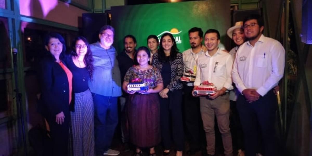 Banrural premia a los ganadores del Desafío Los Encuentros
