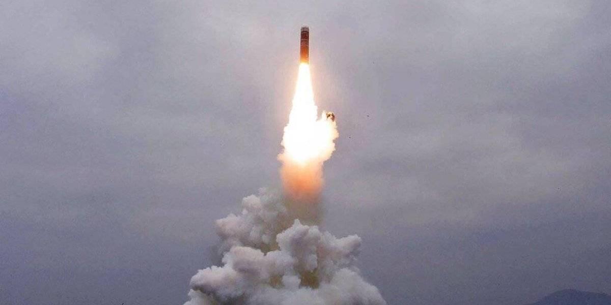 """Kim envió """"cálidas felicitaciones"""" a sus funcionarios: Corea del Norte confirma disparo de prueba de misil desde submarino"""