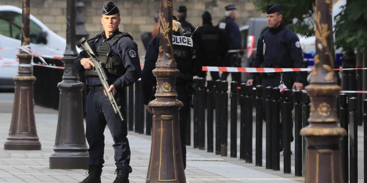 Cuatro muertos en el ataque con cuchillo contra policías en París