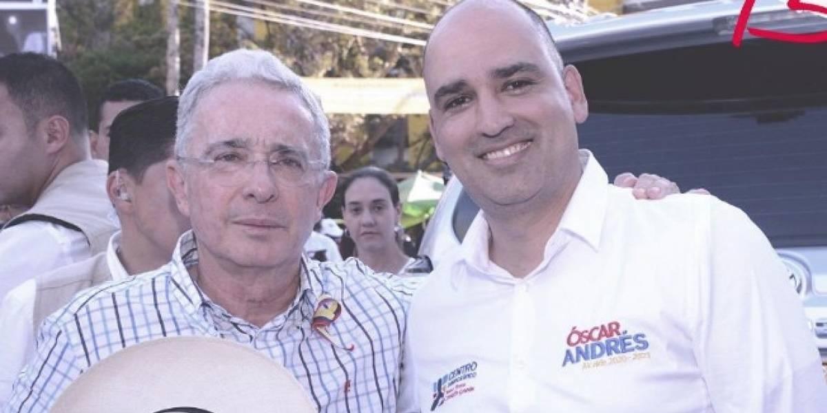 Candidato del Centro Democrático aspira a la alcaldía con brazalete del Inpec
