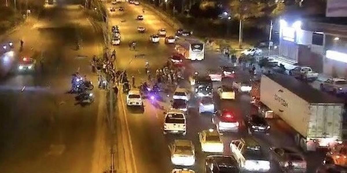 Puente de la Unidad Nacional bloqueado en sentido Durán- Samborondón