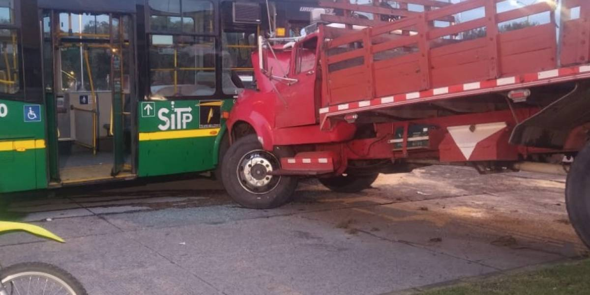 Grave accidente entre camión y bus del SITP, dificulta la movilidad en el norte de Bogotá desde esta madrugada