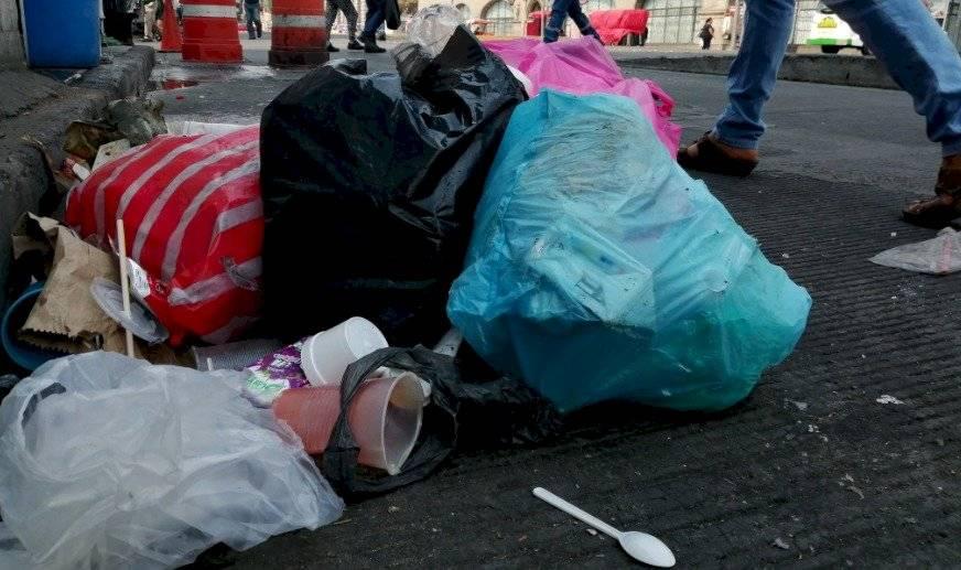 Muchas de las bolsas de plástico están hechas con material que tardará más de cien años en desintegrarse. Foto: Cuartoscuro.