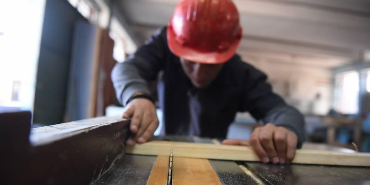 Suspensión de trabajo a tiempo parcial enfrenta a dos sectores