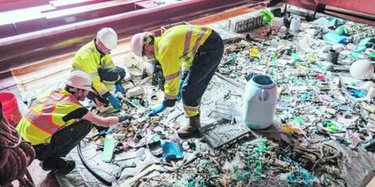 """Barco recoge los desechos de la gran """"isla de plástico"""""""