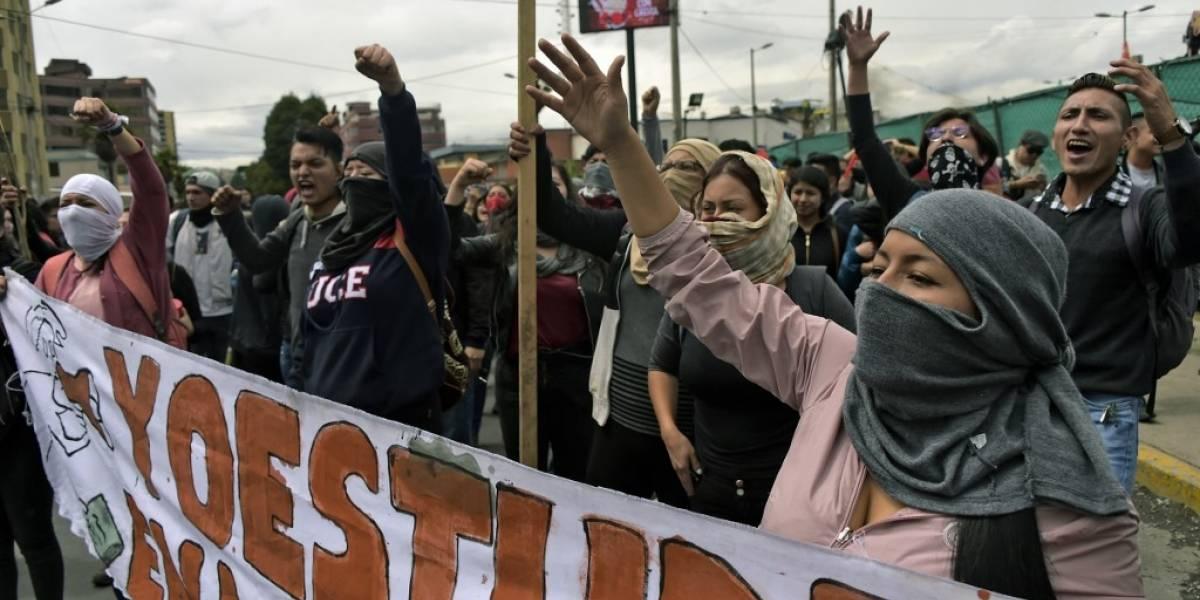 Impactantes videos muestran fuertes choques entre manifestantes y policías en Quito