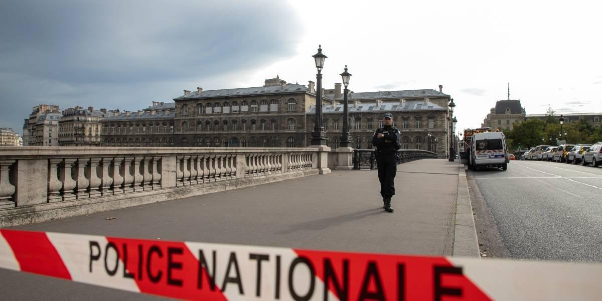 Homem que matou 4 agentes em Paris dizia 'ouvir vozes'