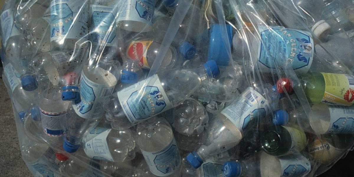 ¡Así sí! Cambian botellas de plástico por boletos para el metro