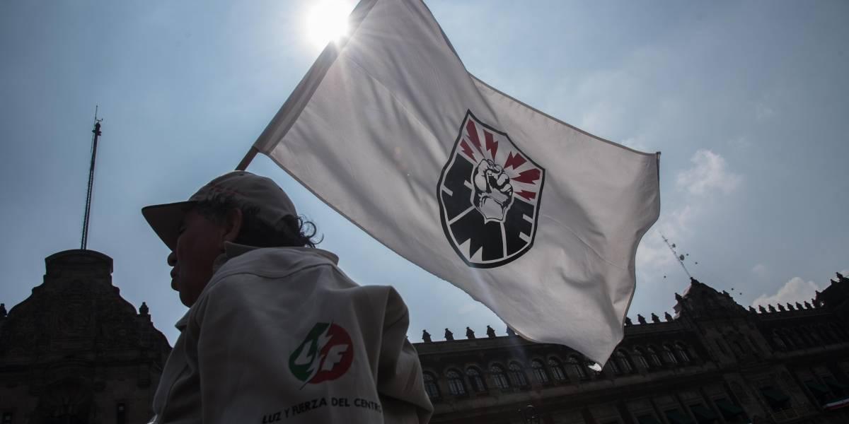 Integrantes del SME inician huelga de hambre en Palacio Nacional