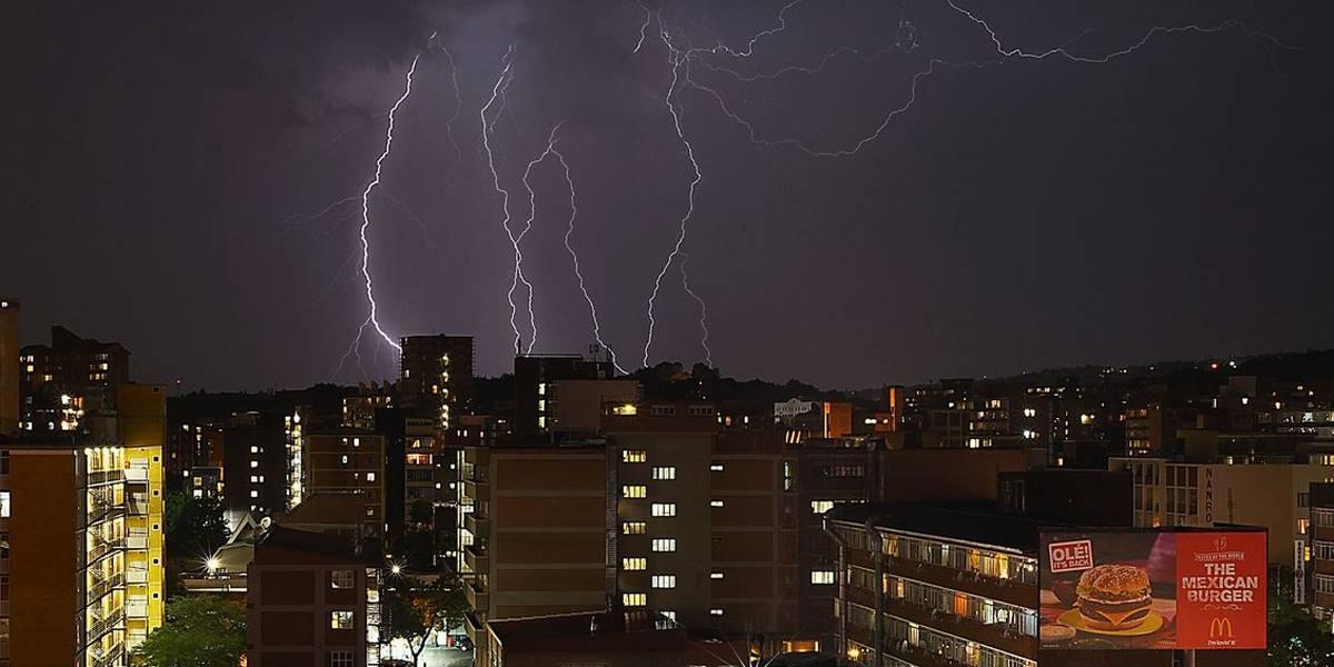 Pesquisadores estudam ocorrência de raios invertidos no Brasil