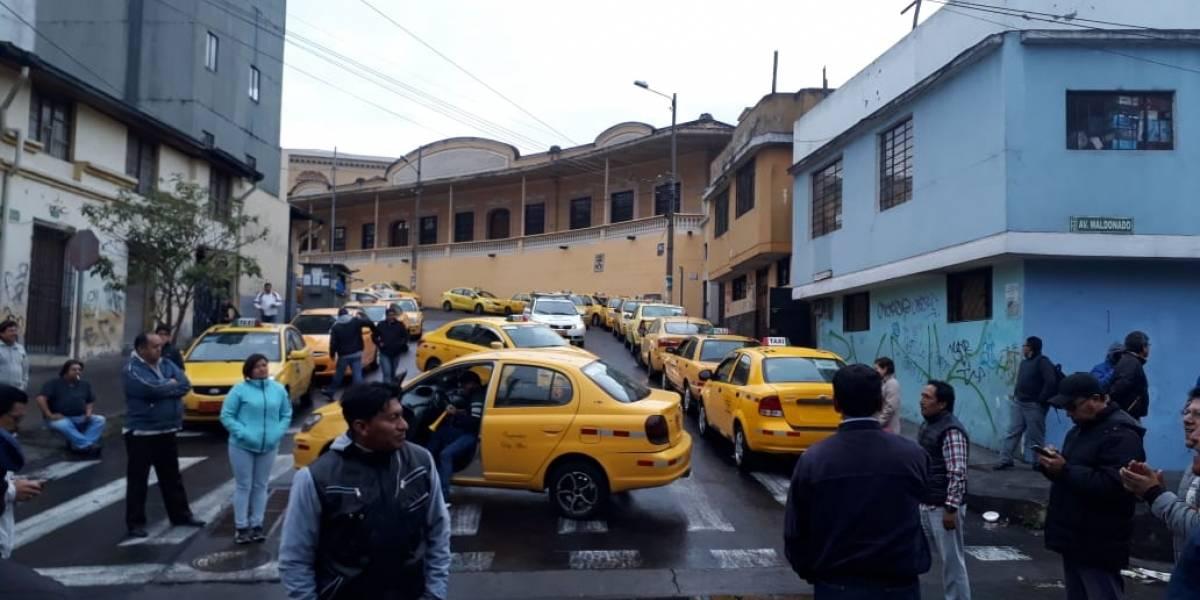Paro de transporte: Quito amanece con bloqueo de vías