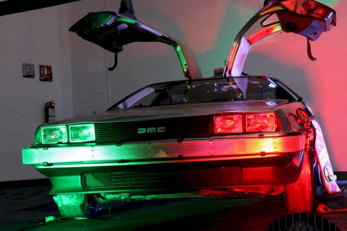 Los asistentes no paraban de contemplar el auto de una de las películas más emblemáticas de la cultura pop /Foto de Axel Amézquita