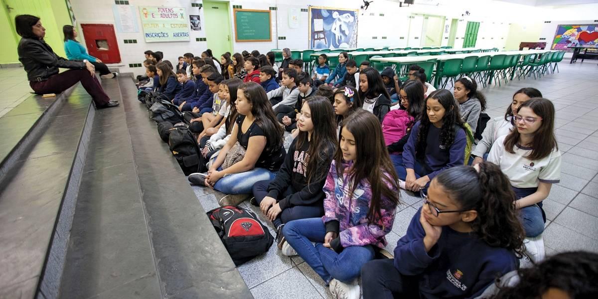 Alunos ficam 'zens' com meditação em escola de São Paulo
