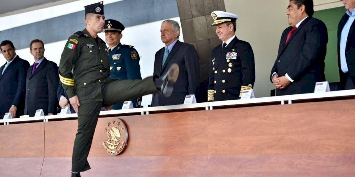 Entrega AMLO diplomas de graduación a 773 sargentos