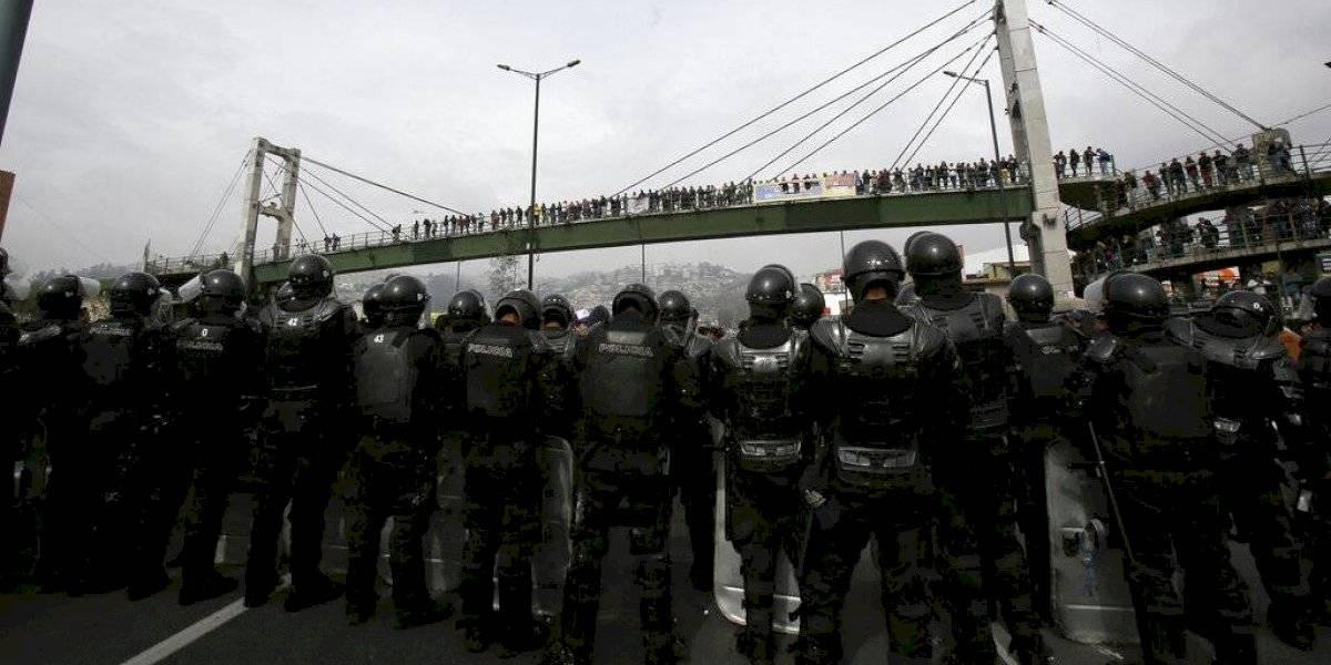 """Decenas de heridos y casi 300 detenidos tras jornada de protestas en Ecuador: presidente acusa que manifestantes """"quieren desestabilizar el Gobierno"""""""