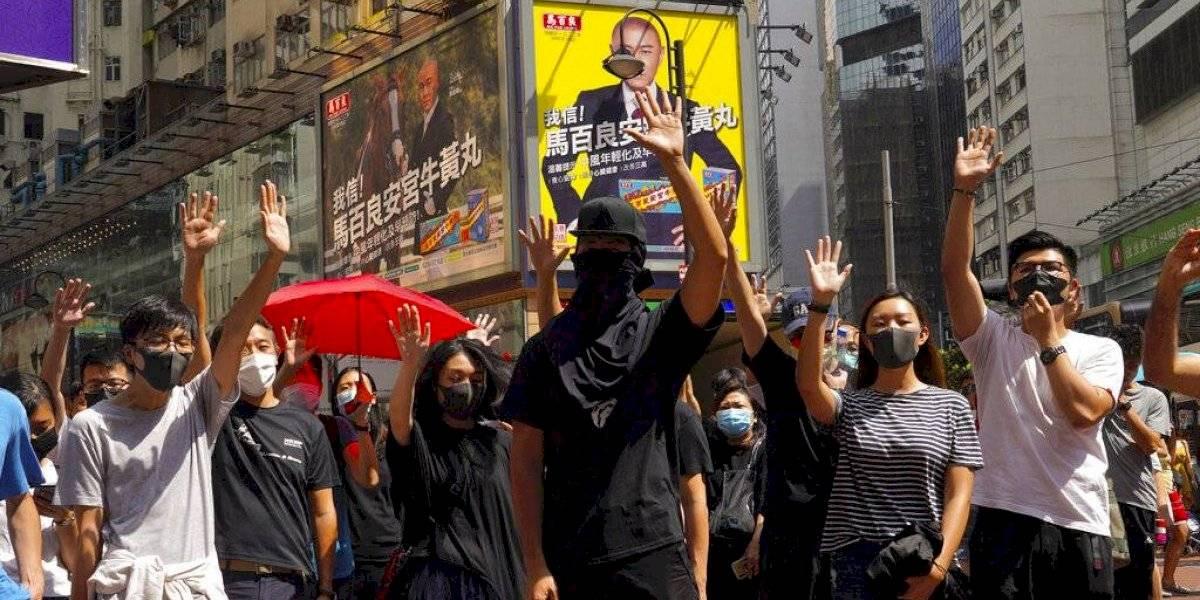 Protestas desafían prohibición de usar máscaras en Hong Kong
