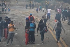 Indígenas en carretera Ecuador