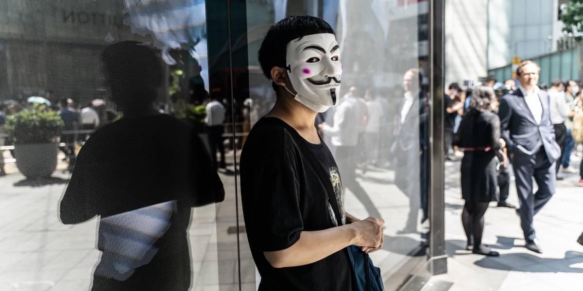 Protestan en Hong Kong contra ley que prohíbe máscaras en marchas