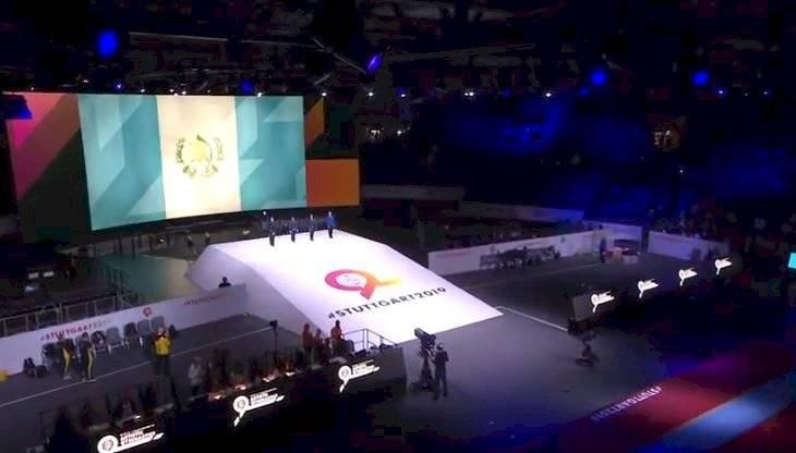 Equipo guatemalteco de gimnasia durante su presentación en el Mundial de Stuttgart