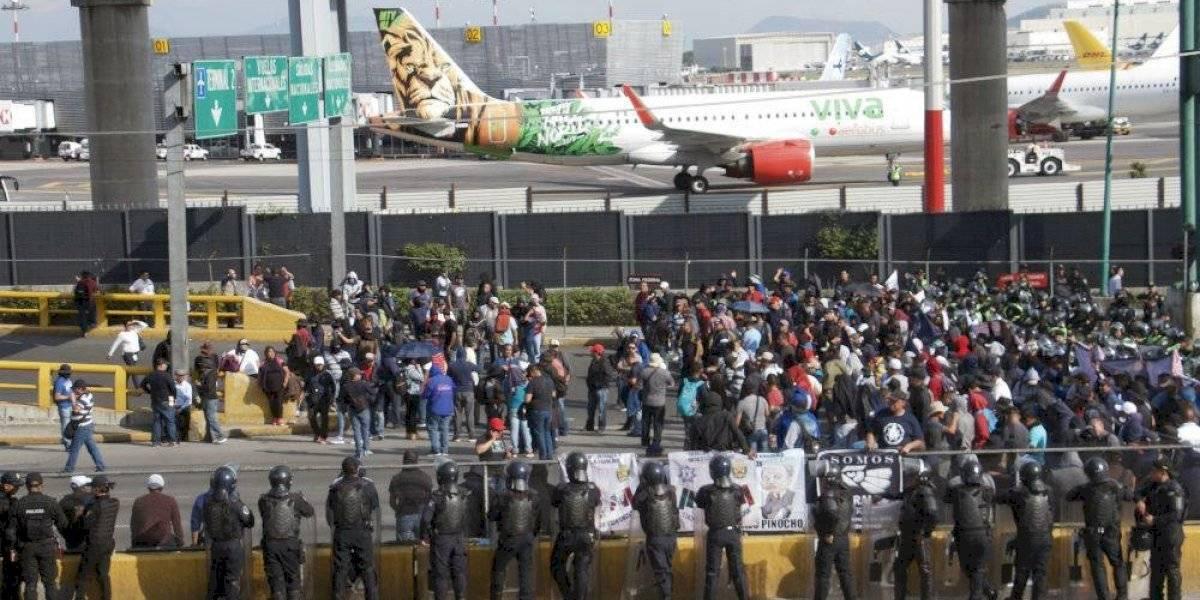 De nueva cuenta policías federales bloquean inmediaciones del Aeropuerto