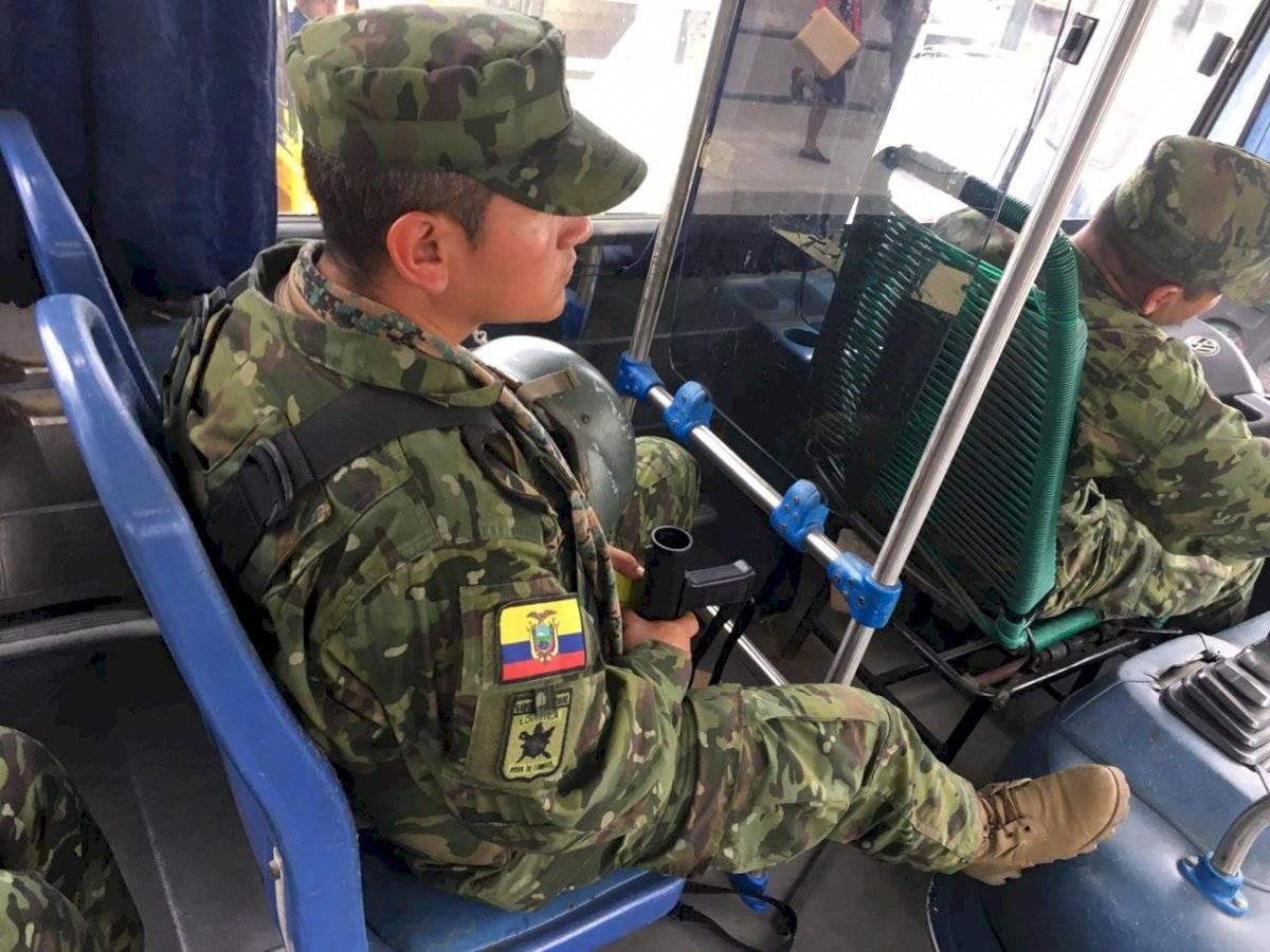 Empresa Metropolitana de Pasajeros ya están empezando a operar con un militar en cada unidad