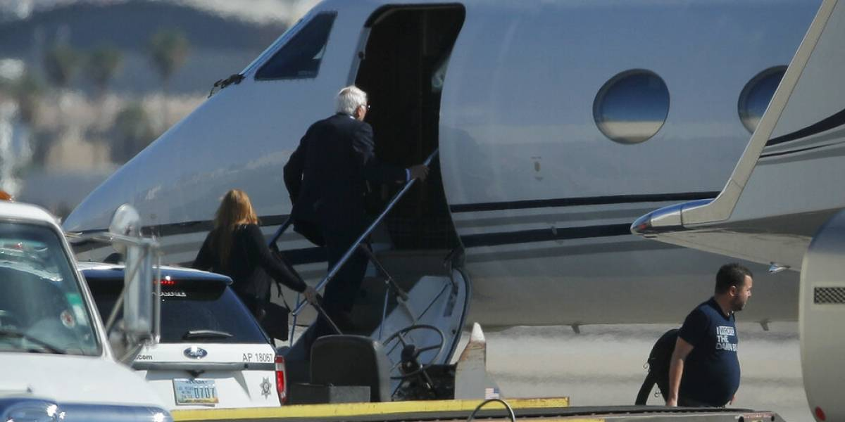 Bernie Sanders parte de Las Vegas luego de ataque cardíaco