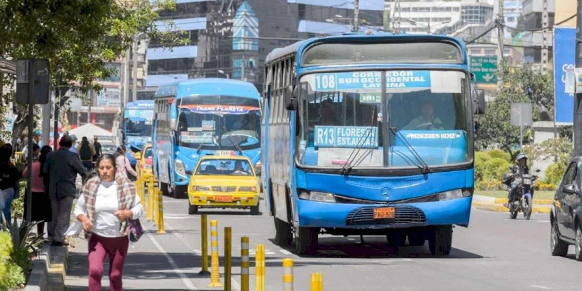 Paro en Ecuador: Denuncian incremento en la tarifa de los pasajes