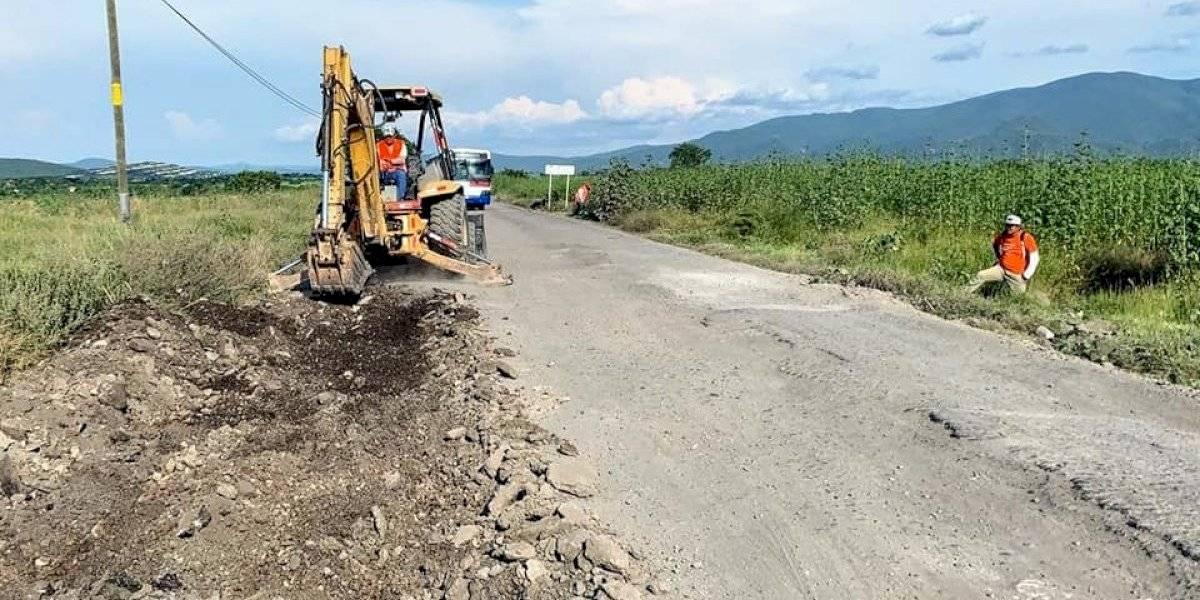 Cuauhtémoc Blanco inicia reparación de carretera tras denuncia de AMLO