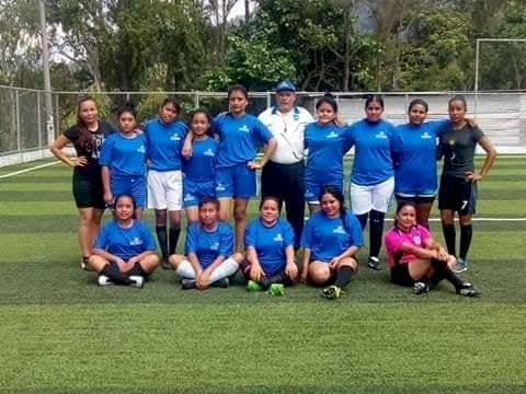 El equipo de fútbol femenino Deportivo Fénix busca apoyo económico. Foto: Deportivo Fénix