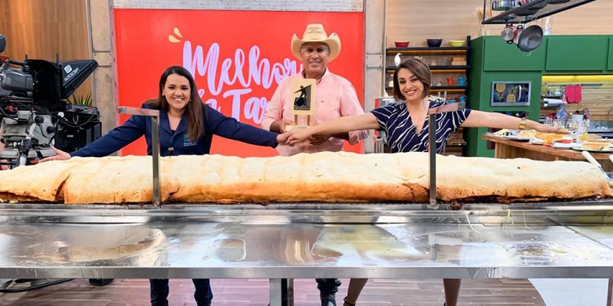 Melhor da Tarde bate recorde de maior pastel do Brasil
