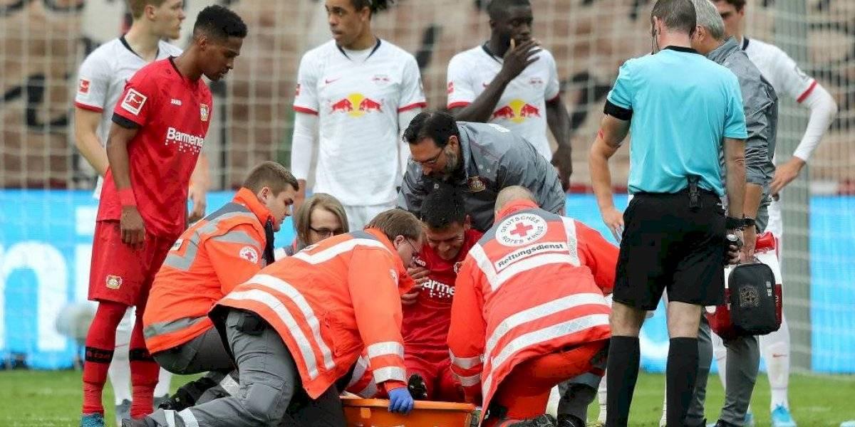 Charles Aránguiz abandona severamente lesionado y preocupa en el Leverkusen y en la Roja