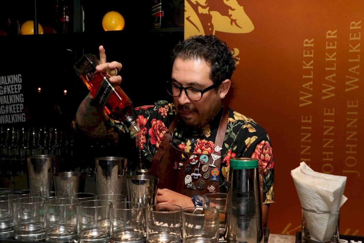 La preparación de bebidas en la fiesta Foto de Axel Amézquir