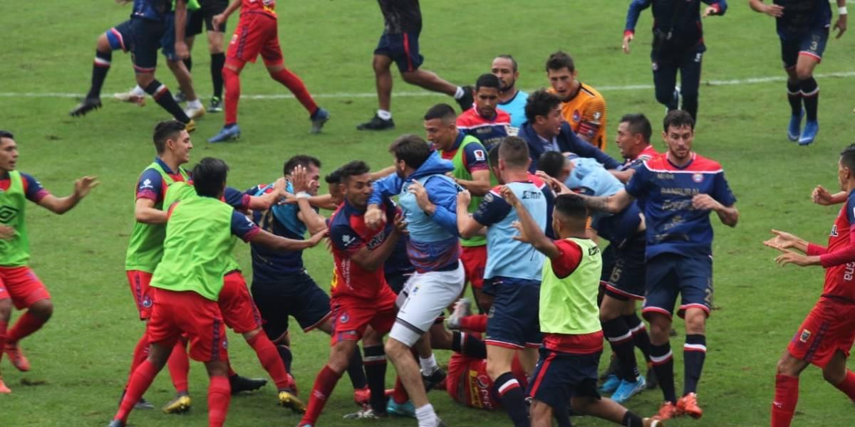 VIDEO. Batalla campal en el estadio de El Trébol