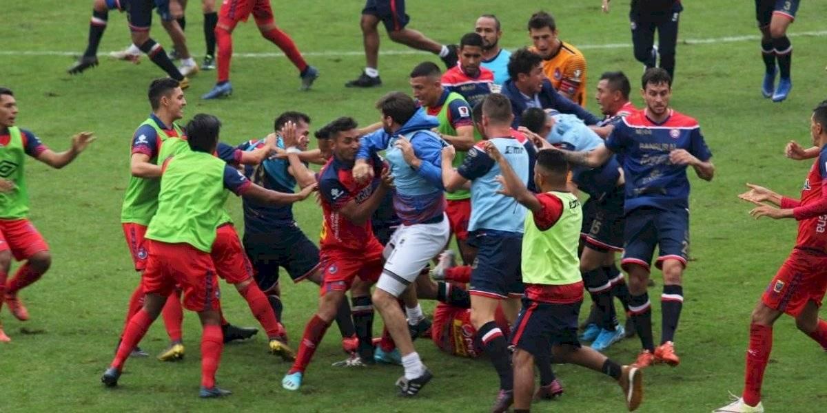 El castigo que recibirán los futbolistas que repartieron golpes en El Trébol