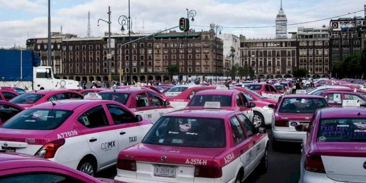 Caos por bloqueos de #Taxistas; piden salga UBER, Didi y Cabify