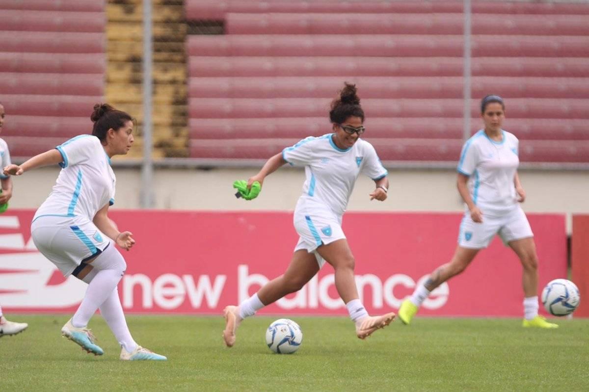 Foto CDG   Las seleccionadas reconocieron este sábado la gramilla del estadio Rommel Fernández de Panamá