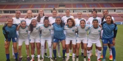 Delegación de Guatemala en el estadio Rommel Fernández de Panamá